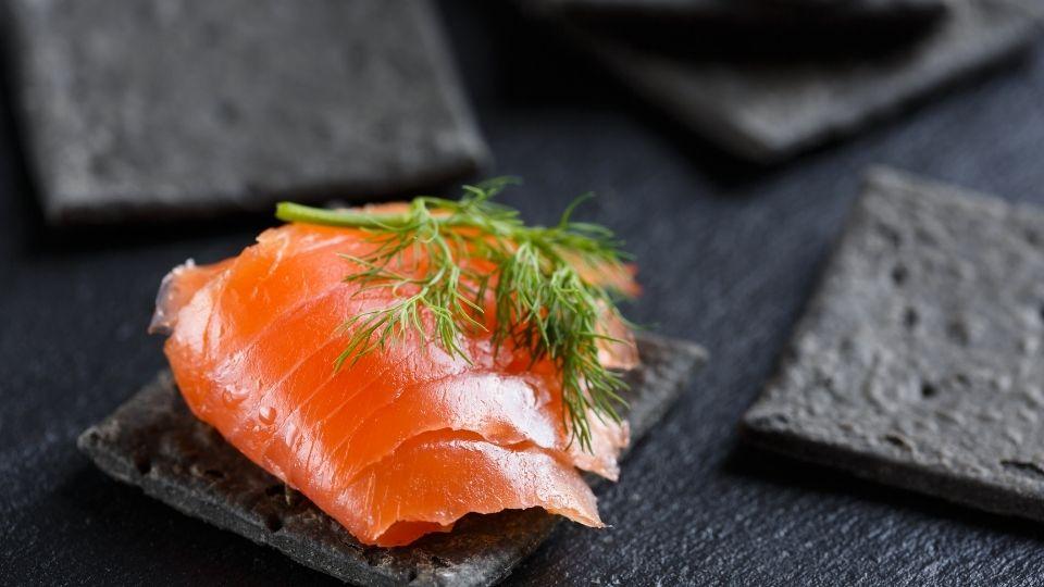 come servire salmone affumicato